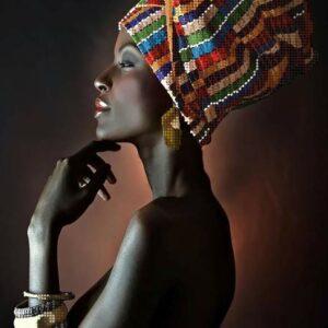 Profilo di una bellissima ragazza africana