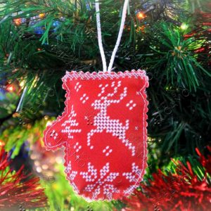 """Cervo bianco"". Pallina di Natale ricamo a perline"