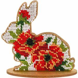 """""""Coniglietto. In fiori rossi"""". Kit ricamo a perline in legno"""