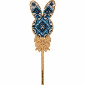 """""""Coniglietto. Ornamento blu"""" con maniglia. Kit ricamo a perline in legno"""
