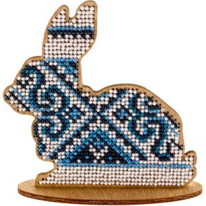 """""""Coniglietto. Ornamento blu"""". Kit ricamo a perline in legno""""Coniglietto. Ornamento blu"""". Kit ricamo a perline in legno"""