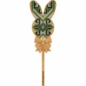 """""""Coniglietto. Ornamento verde"""" con maniglia. Kit ricamo a perline in legno"""