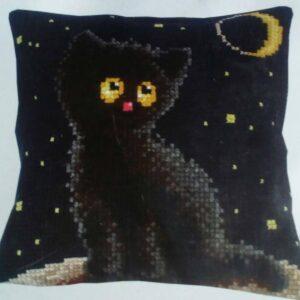 """""""Gatta nera"""". Kit-ricamo per cuscino"""