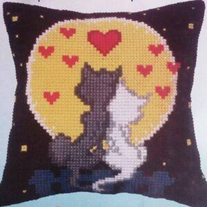 """""""Gatti innamorati"""". Kit-ricamo per cuscino"""