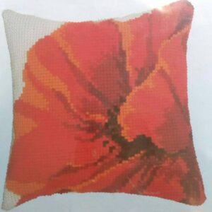 """""""Un papavero rosso"""". Kit-ricamo per cuscino"""
