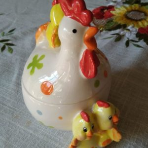 """Gallina"". Portauova in ceramica"