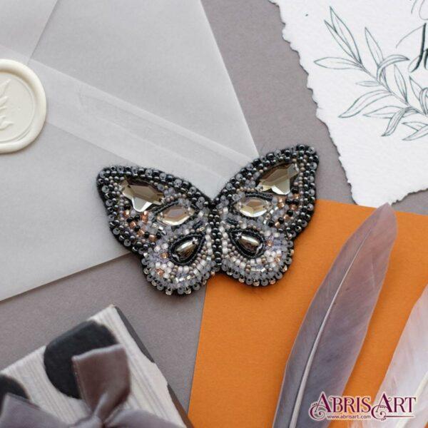 """""""Bellissima farfalla""""- grigia. Kit-SPILLA ricamo a perline"""