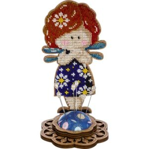 """""""Fata l'abito blu"""". Kit-Puntaspilli di legno ricamo a perline"""